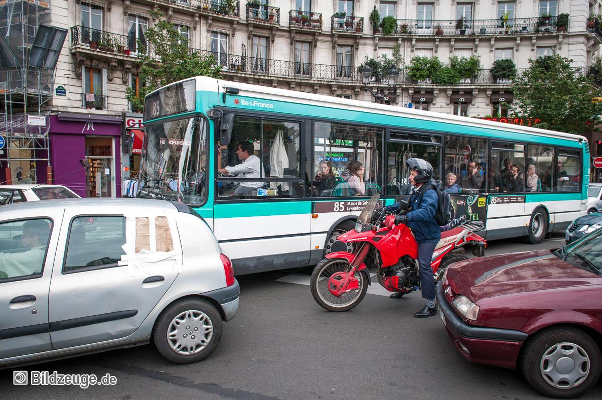 Stau im Kreisverkehr