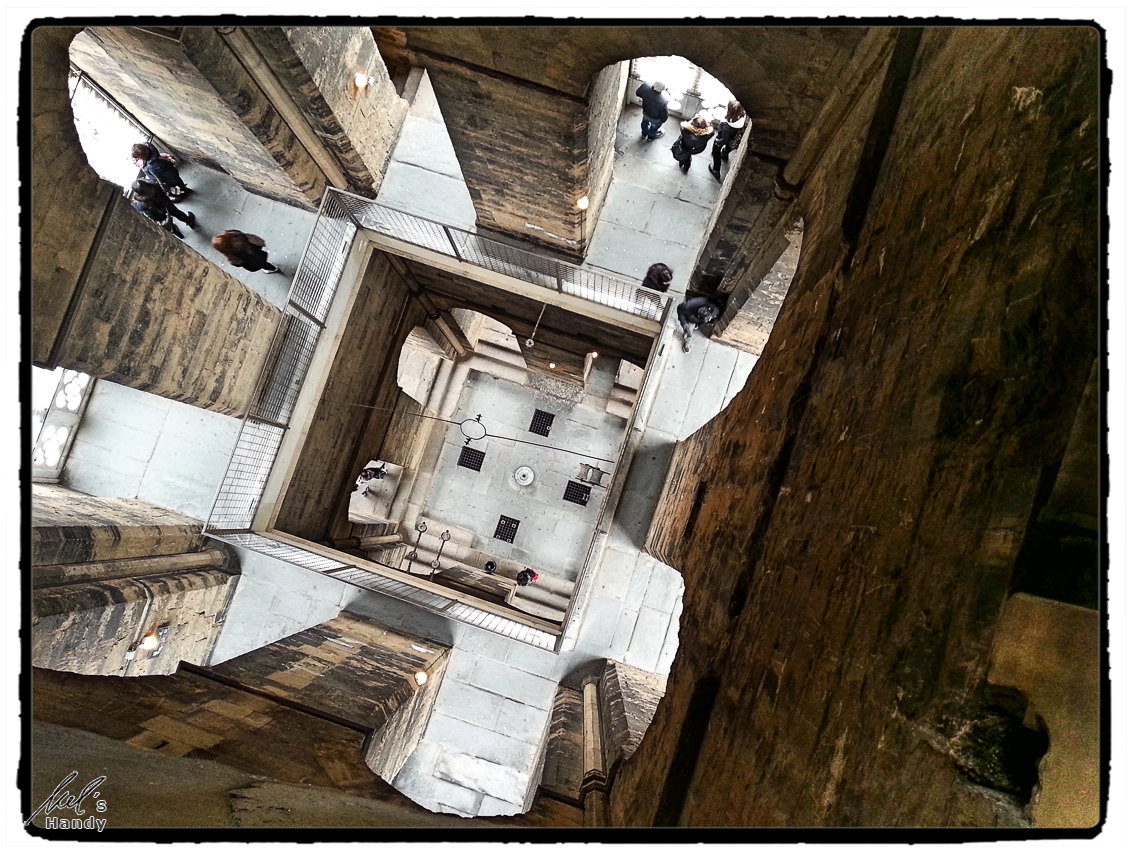 Blick ins Innere des Glockenturms des Campanile